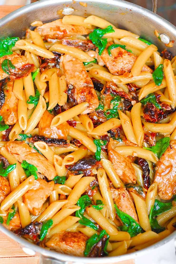 Chicken Pasta with Sun-Dried Tomatoes and Spinach