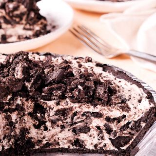 No Bake Oreo Cheesecake Pie