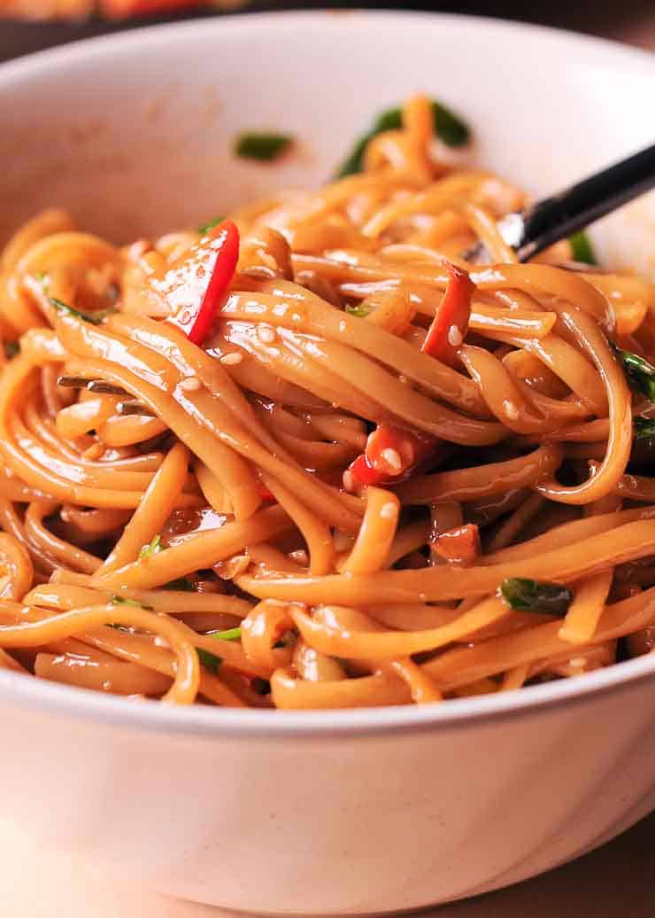 Easy Thai Noodles With Peanut Sauce What S In The Pan